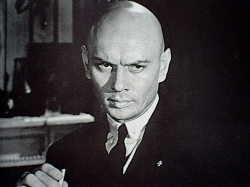 Yul Brynner দেওয়ালপত্র with a business suit entitled Yul Brynner
