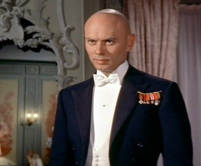 Yul Brynner karatasi la kupamba ukuta containing a business suit and a suit called Yul Brynner