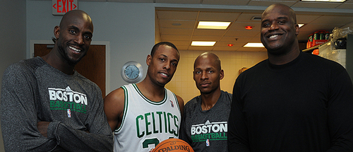 Boston Celtics Hintergrund possibly with a basketball player and a dribbler entitled being celtics
