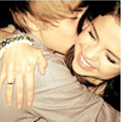selena gomez and justin bieber singing baby. In all fairness to Selena