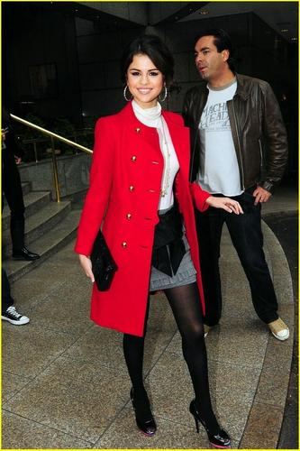 selena gomez paints london red