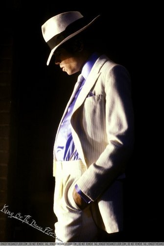 Michael Jackson wallpaper probably containing a ballplayer, a right fielder, and a fedora titled *KING OF THE DANCEFLOOR*♥♥