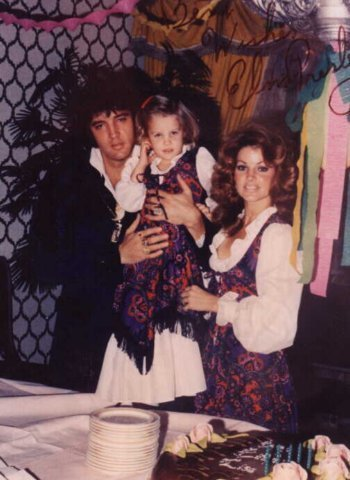Lisa Marie Presley fond d'écran titled Lisa Marie, And Family.