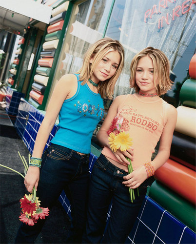 Mary-Kate & Ashley Olsen wallpaper containing a bouquet titled 2000 June - People Magazine Shoot