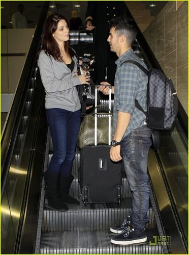 Ashley Greene & Joe Jonas: California Couple (December 29) !!!