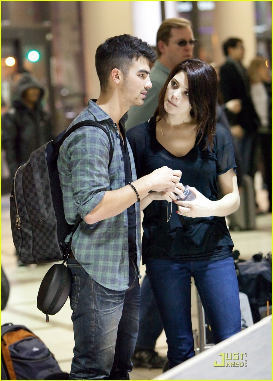 Ashley Greene Joe Jonas California Couple December 29 Joe