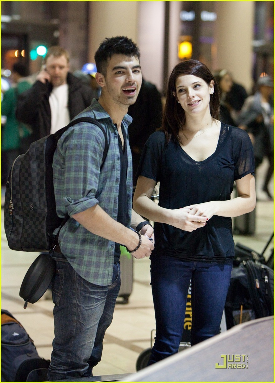 Joe Jonas couple
