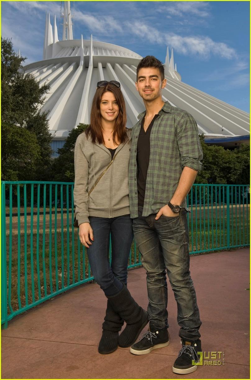 Ashley Greene & Joe Jonas: Disney Duo (December 29)!