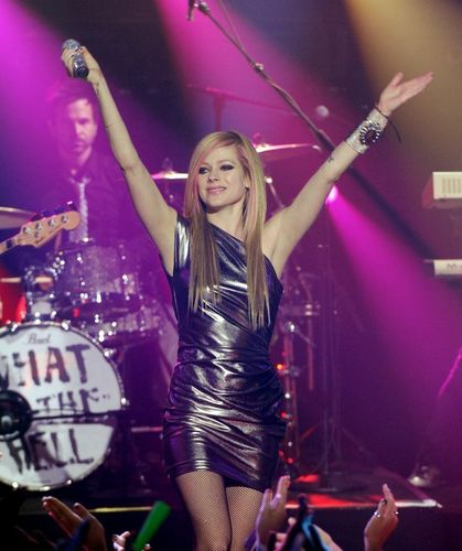 Avril Lavigne - New Years Eve - What The Hell