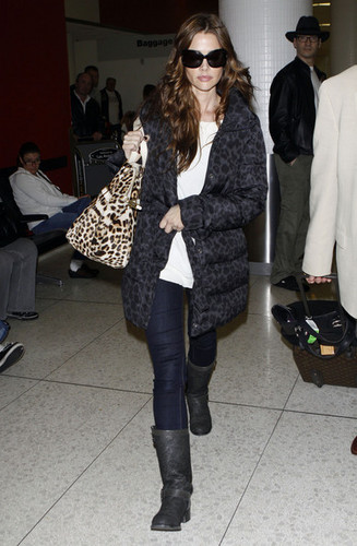 Denise Richards wallpaper containing a fur coat entitled Denise @ LAX
