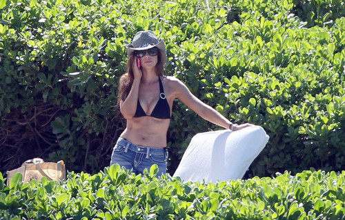 Denise Richards wallpaper entitled Denise out in Miami