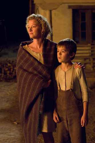 Gretchen Mol & Ben Petry as Alice & Mark Evans