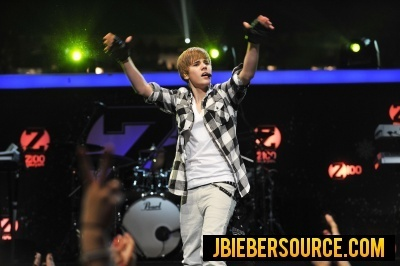 Justin at the Jingle Ball 2010