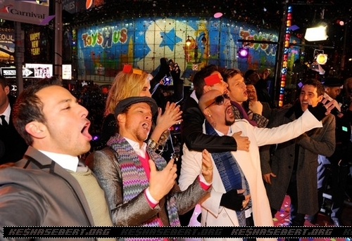 ケシャ @ Dick Clark's New Year's Rockin' Eve with Ryan Seacrest 2011