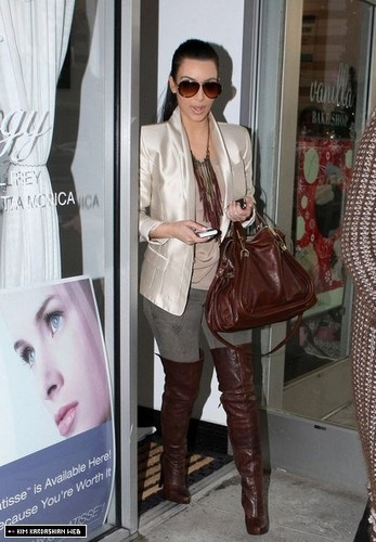 Kim visits the salon and goes shopping with Robin Antin 12/27/10