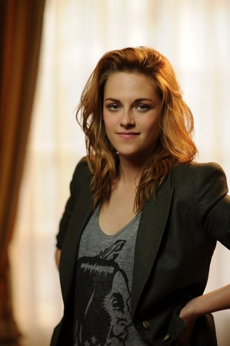 Kristen Stewart wallpaper with a well dressed person and a portrait entitled Kristen Stewart [HQ]