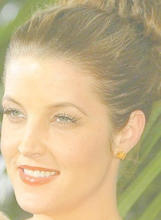 lisa marie presley wallpaper containing a portrait called Lisa Marie Presley