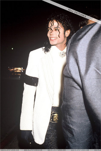 The Bad Era kertas dinding containing a business suit entitled MJ @ the Oscars 1991