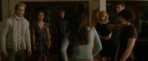 The Cullens वॉलपेपर probably with a drawing room and a सड़क, स्ट्रीट called New Moon Screencaps [HQ]