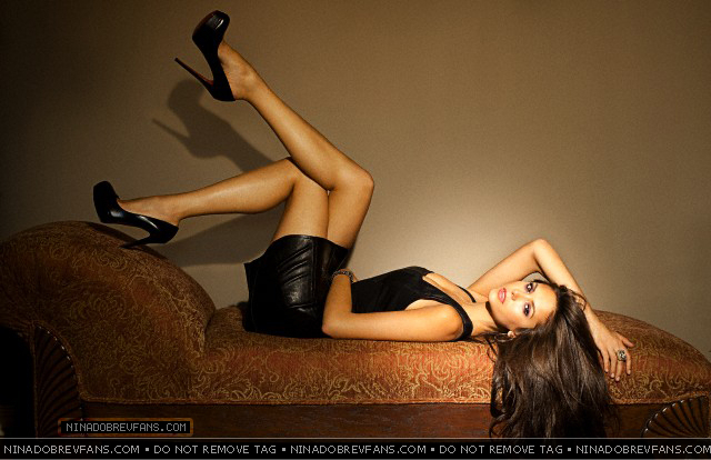 http://images4.fanpop.com/image/photos/18000000/Nina-Dobrev-Photoshoot-by-Jake-Bailey-New-Outtakes-the-vampire-diaries-tv-show-18065034-640-414.jpg