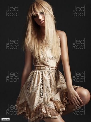 Taylor rapide, swift - Photoshoot #104: Elle (2010)