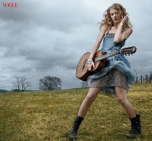 Taylor rapide, swift - Photoshoot #105: Vogue (2010)