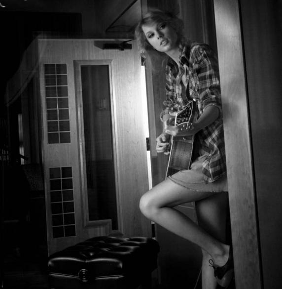 Taylor Swift - Photoshoot #111: Rolling Stone (2010)