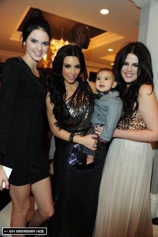 The Annual Kardashian-Jenner krisimasi Eve Party 2010