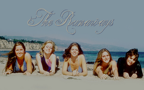 The Runaways on the spiaggia