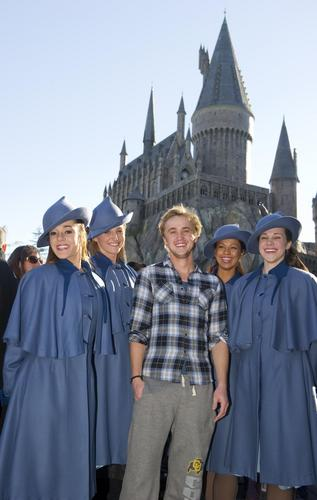 Tom visits Wizarding World of Harry Potter