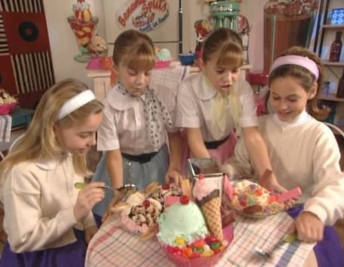 You're Invited To Mary-Kate And Ashley's Costum Party