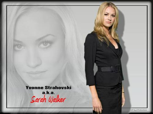 Yvonne Strahovski پیپر وال probably containing a well dressed person, a business suit, and a portrait called Yvonne Strahovski