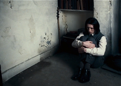 Severus Snape achtergrond with a cell titled young Severus Snape