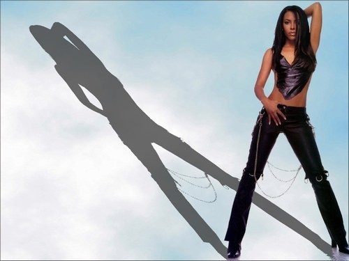 Aaliyah wallpaper probably with a legging, a hip boot, and tights titled Aaliyah <3