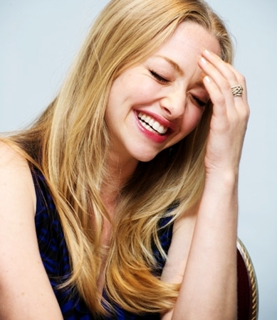 Amanda Seyfried wallpaper with a portrait titled Amanda S. <3