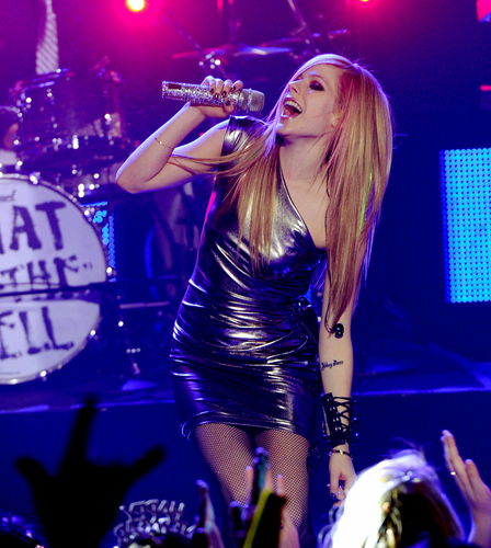 Avril WTH (Live) at Dick Clark's NYE *HD*