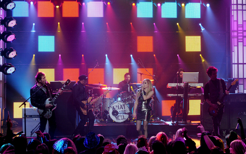 Avril WTH (Live) at Dick Clark's NYE