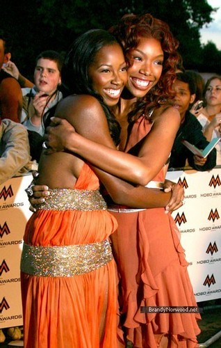 ব্র্যান্ডি @ MOBO সঙ্গীত Awards 2004