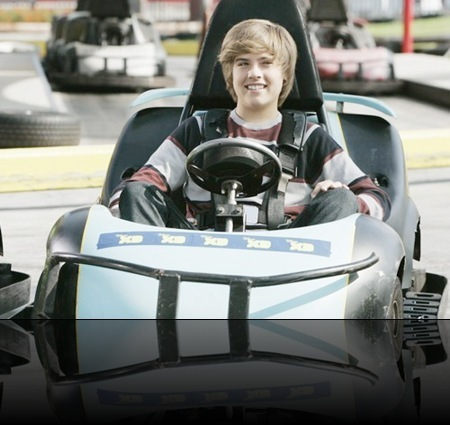 """Cole and Dylan Sprouse – a friendly """"twin"""" competition"""