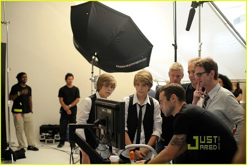 Cole and Dylan lookin hot in a milch commercial!!<3