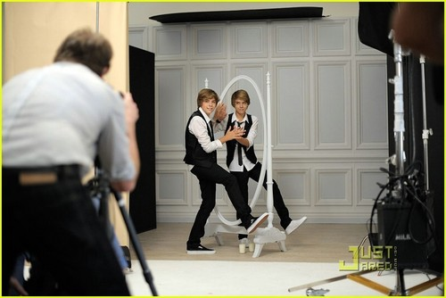 Cole and Dylan lookin hot in a milk commercial!!<3