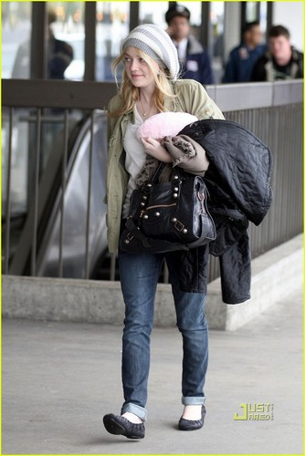 Dakota Fanning at LAX International Airport(January 2)