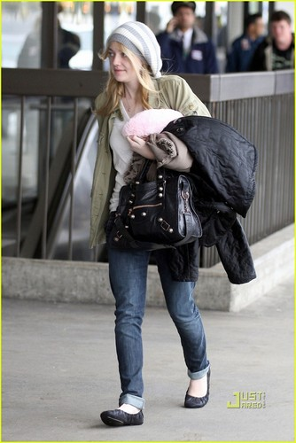 Dakota Fanning at LAX International Airport(January 2)