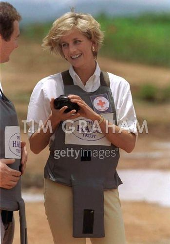 Princess Diana achtergrond possibly containing a portrait called Diana Landmine Angola