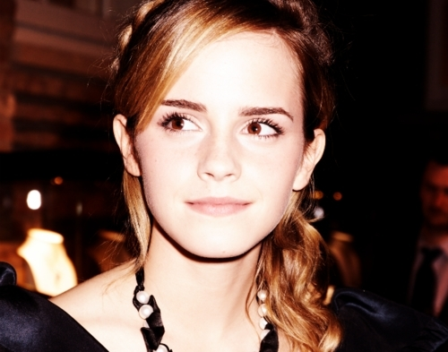 Гарри Поттер против Сумерек Обои possibly with a portrait called Emma Watson