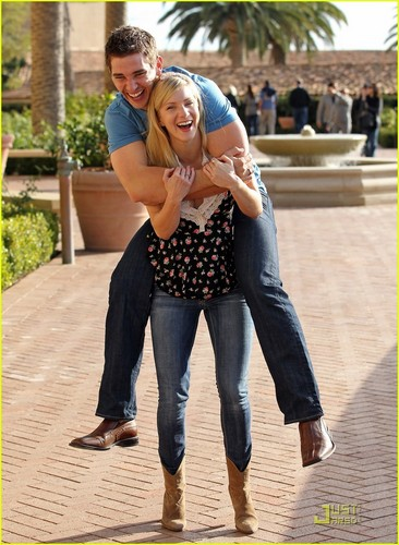 Heather Morris: Piggyback Ride for New Boyfriend!