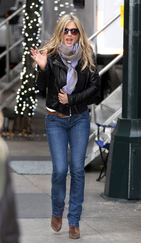 Jennifer Aniston Films 'Wanderlust' November 20, 2010