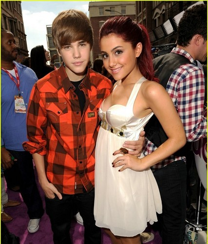 Justin Bieber wallpaper probably with a bridesmaid titled Justin Bieber and Ariana Grande