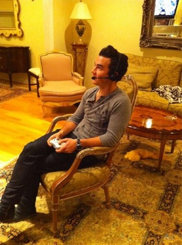 Kevin Jonas Loves To Play Xbox