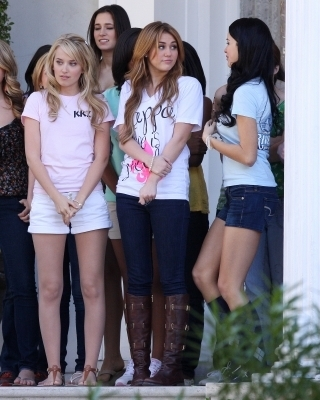 "Miley on ""So Undercover"" Set"